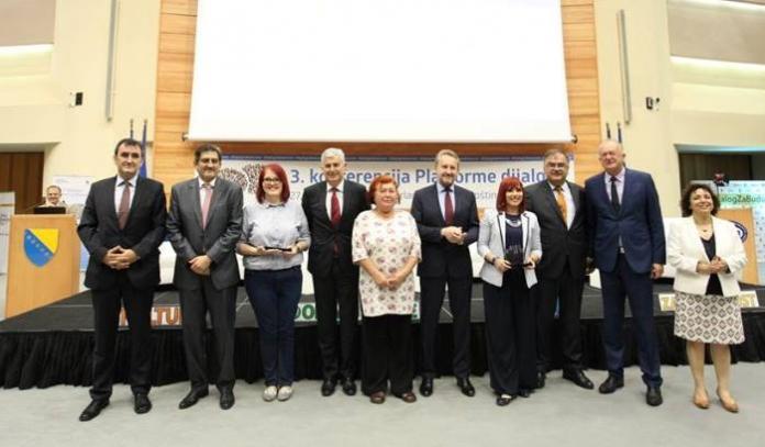 FOTO: Priznanje za društveni angažman zeničkom Lotosu i Kenanu Hodžiću