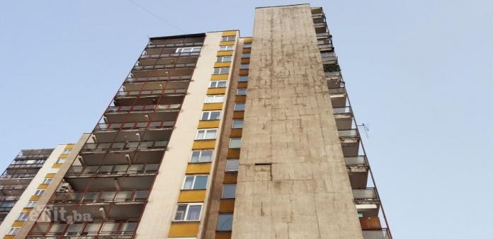 FOTO: Jak vjetar u Zenici lomio stabla, na Mokušnicama otpao dio fasade