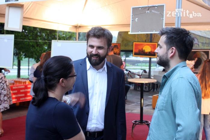 FOTO: Naša stranka organizovala likovnu izložbu za pomoć Jasni Sinanović