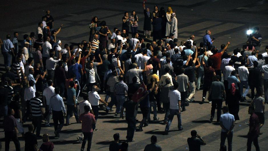 Turci podržali Vladu, izlaze na ulice