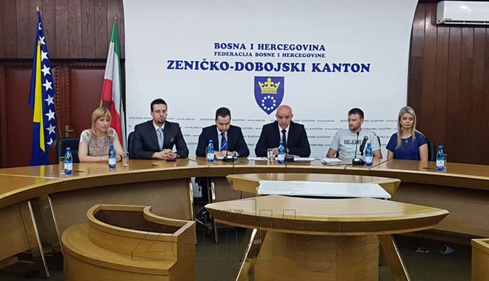 FOTO: Potpisan ugovor za kredit mladima između Vlade ZDK i IK Banke i korisnika kredita