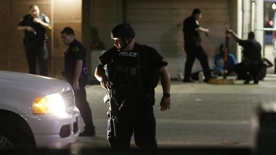 Snajperisti u Dallasu ubili pet policajaca