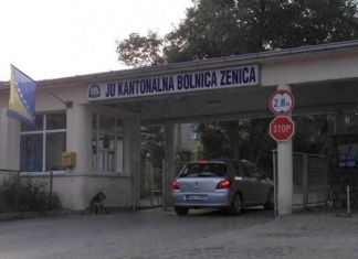 Zeničanin nastavio tradiciju novogodišnjeg kupanja u rijeci Bosni