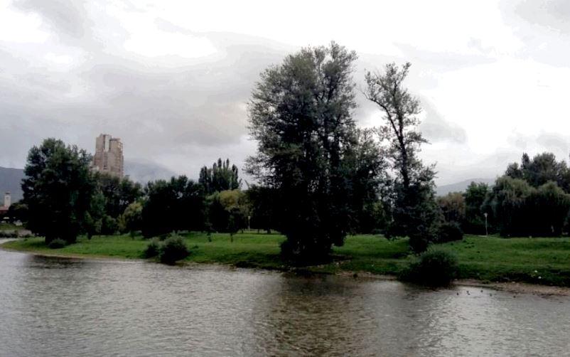 Pretežno oblačno sa kišom