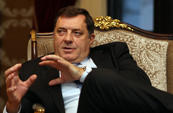 Dodik obećao stipendiju najsiromašnijem bošnjačkom studentu