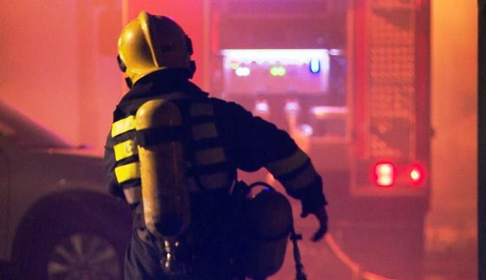 Zenički vatrogasci spašavali dijete koje se popelo na krov kuće