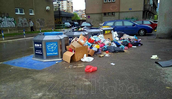 Alba Zenica: Kontejneri poluprazni, građani odlažu smeće pored istih