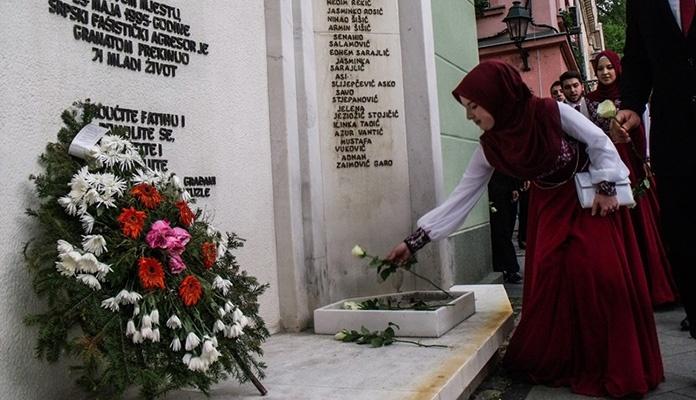 Prije 26 godina ubijena je mladost Tuzle: Vrijeme prolazi, a krivac je i dalje na slobodi