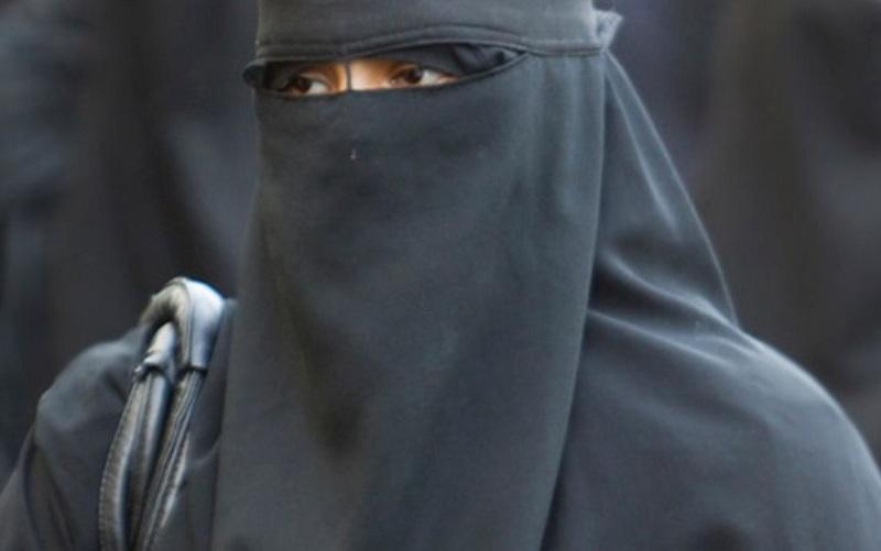 Holandija zabranila nošenje burke, kazna 150 eura