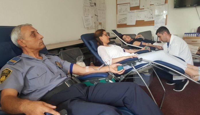 Dvije stotine policijskih službenika učestvovalo u akciji dobrovoljnog darivanja krvi
