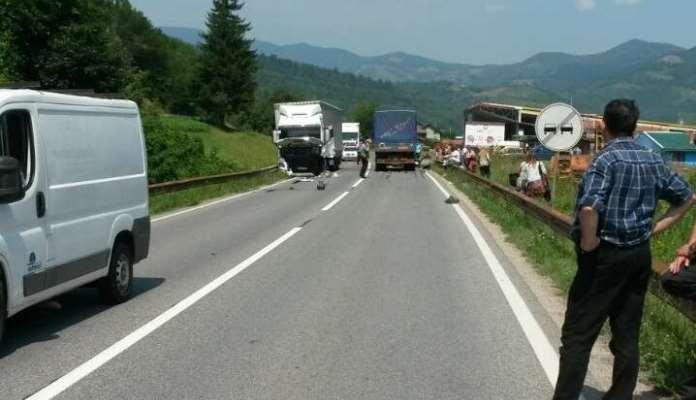 Na dionici M-17 Zenica-Žepče sudarila se dva kamiona, obustavljen saobraćaj