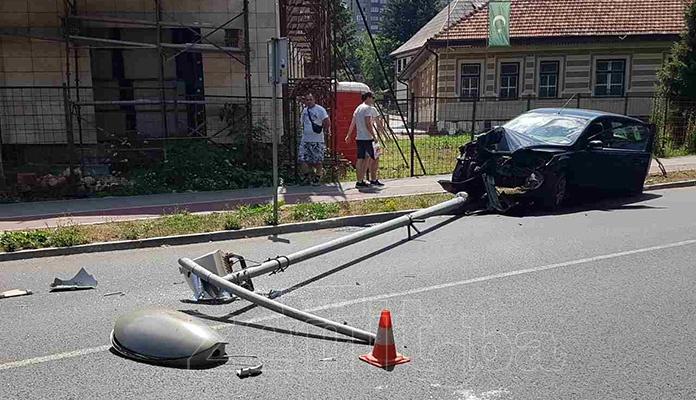 Saobraćajna na Bulevaru u Zenici, jedna osoba povrijeđena