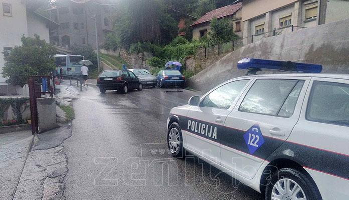 Sudarila se tri vozila u Travničkoj, povrijeđena jedna osoba (FOTO)