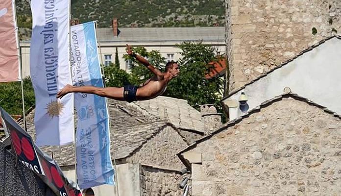 Pet skakača iz Zenice danas skaču sa Starog mosta
