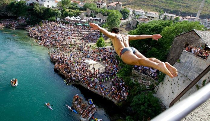 Danas tradicionalni skokovi sa Starog mosta
