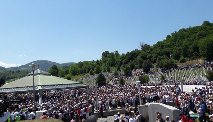 Klanjana dženaza i počeo ukop 71 žrtve srebreničkog genocida