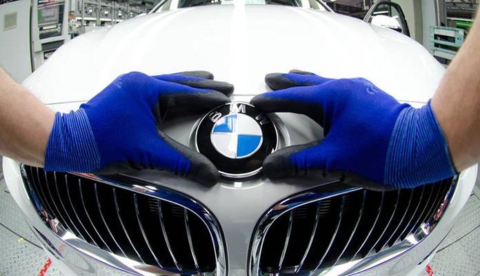 BMW mijenja logo, a razlika je drastična