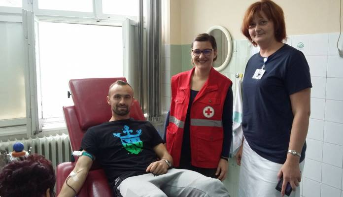 Amel Tuka se pridružio akciji Crvenog križa Zenice i darovao krv