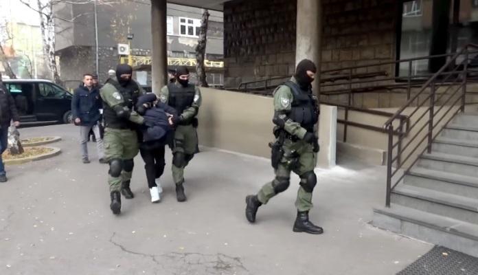 MUP ZDK: Uhapšene dvije osobe zbog krađe 18 putničkih vozila