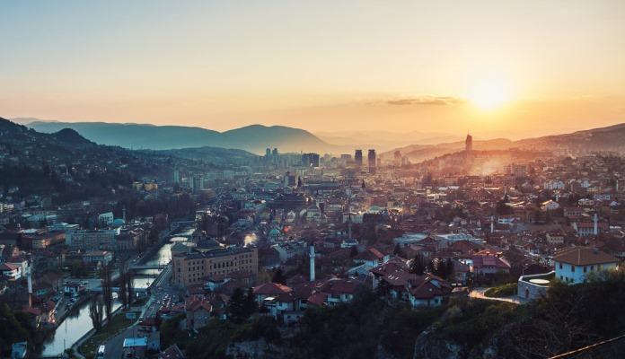 Protivnici prve povorke ponosa u BiH danas izlaze na ulice Sarajeva