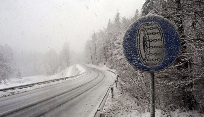 Zbog novih sniježnih padavina sporije se saobraća na većini puteva u BiH