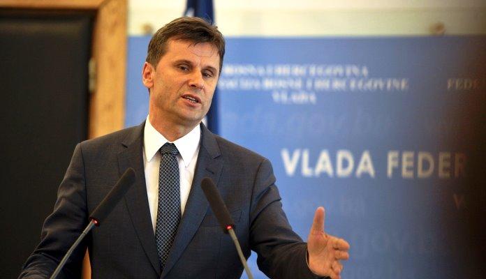 Novalić: Krajnje je vrijeme da minimalna plaća bude 700 KM