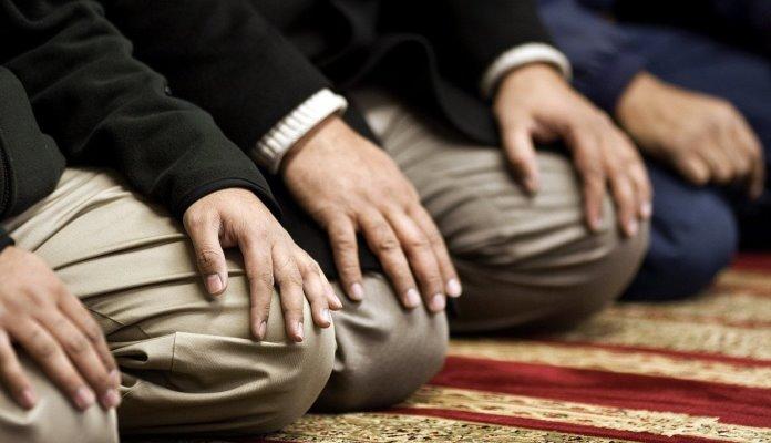 Muslimani u BiH prvi put u džematu klanjali teraviju ovog ramazana