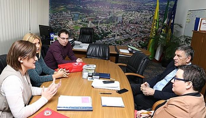 Gradonačelniku Kasumoviću članska knjižica Crvenog križa