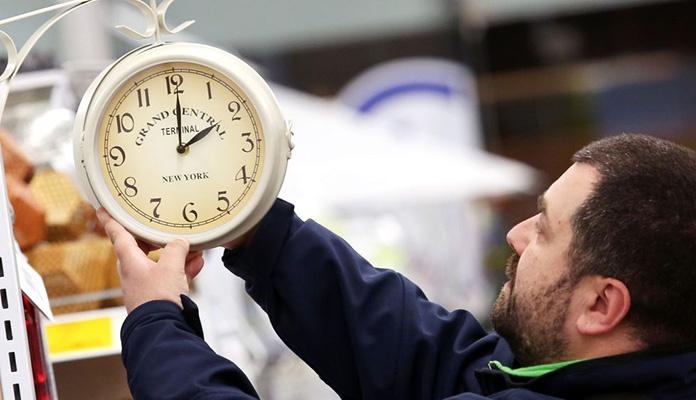 Odgođeno ukidanje sezonskog pomjeranja sata do 2021.
