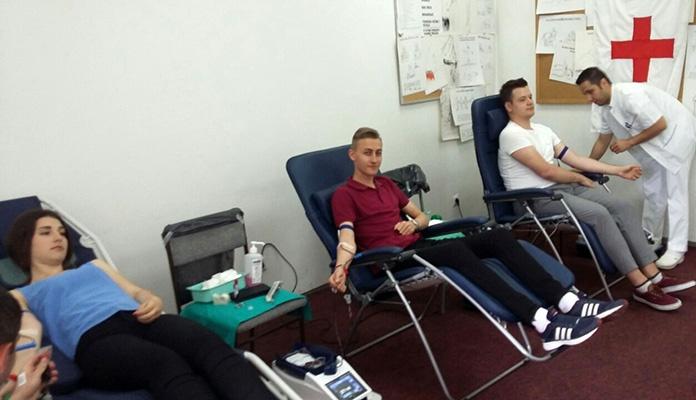 Učenici Medicinske i Tehničke škole Zenica u akciji darivanja krvi