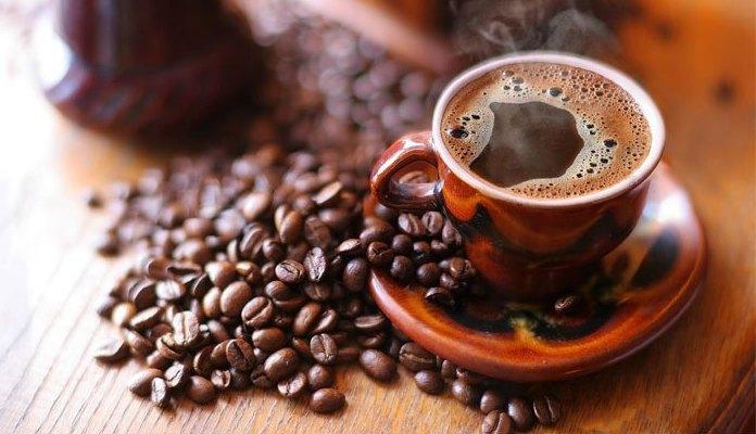 Muškarci podnose alkohol, ali ne i kofein