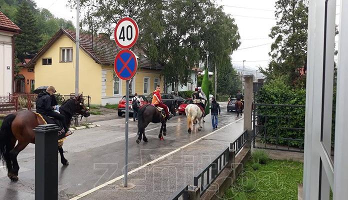 Konjanici prodefilirali ulicama Zenice na putu prema Ajvatovici