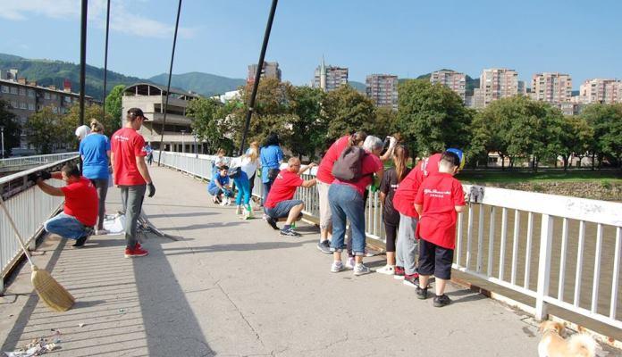Volonteri u Zenici očistili Jalijski most od grafita (FOTO)