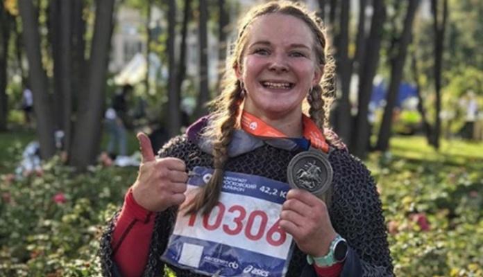 Ruskinja istrčla maraton u srednjevijekovnom oklopu