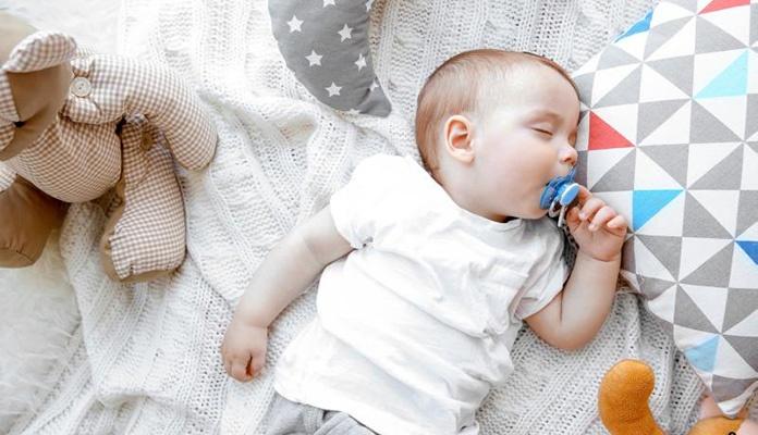 """Beba zamalo umrla zbog """"poljupca smrti"""""""