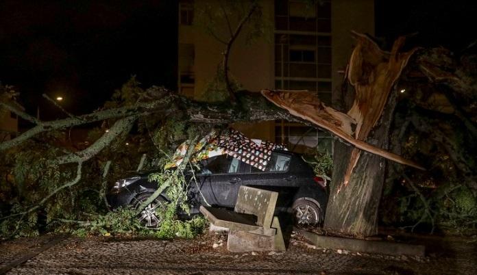 Oluja Leslie napravila štetu u Portugalu, 300.000 domaćinstava bez struje