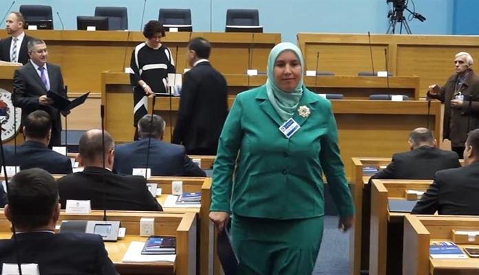 Begija Smajić prva žena sa hidžabom u NSRS