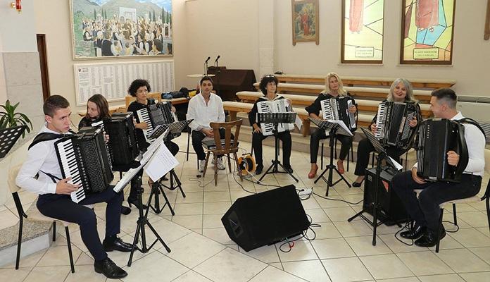 "Harmonikaški ansambl ""Anantango"" iz Zenice nastupa u Pragu"