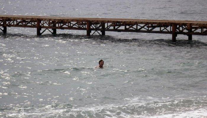 Kasno jesenje kupanje u Jadranskom moru