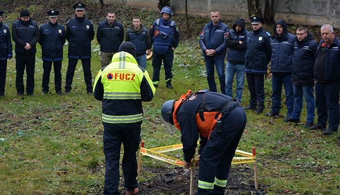 Uprava policije MUP-a ZDK sprovela obuku iz oblasti kontradiverzione zaštite (FOTO)