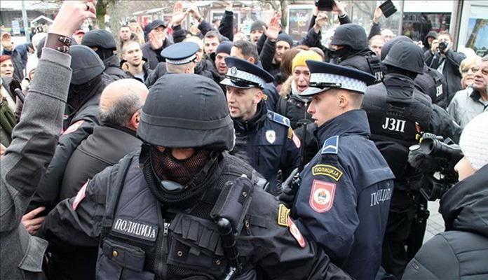Podnijeto više krivičnih prijava protiv policajaca zbog upotrebe sile na protestima u Banja Luci