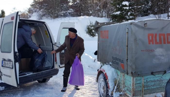 """Stigla pomoć """"Merhameta"""" za stanovnike odsječenog sela"""
