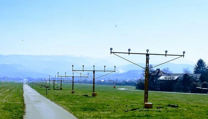 Iznad Aerodroma Sarajevo sudarili se avion i jato golubova, svjedoci mislili da avion pada