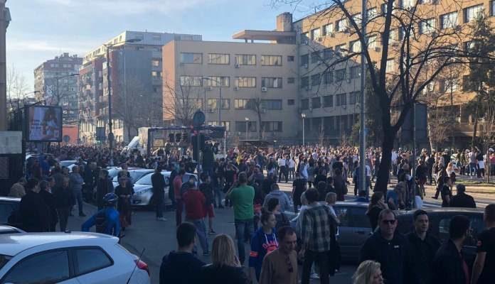 Demonstranti ispred stanice policije, Vučić napustio zgradu Predsjedništva