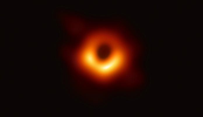 Ovo je prva fotografija crne rupe u historiji