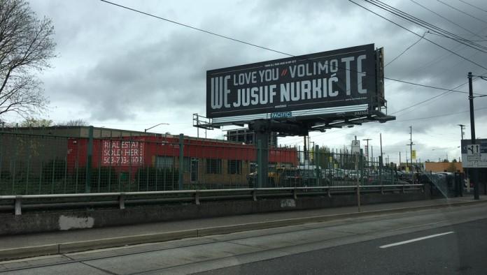 Nurkićevi navijači pokazali podršku velikim bilbordom u centru Portlanda
