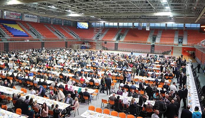 Zajedničkim iftarom obilježena godišnjica od smrti Husejina Smajlovića (FOTO)