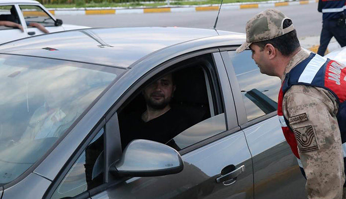 Policajci zaustavljali vozače i nudili im iftar