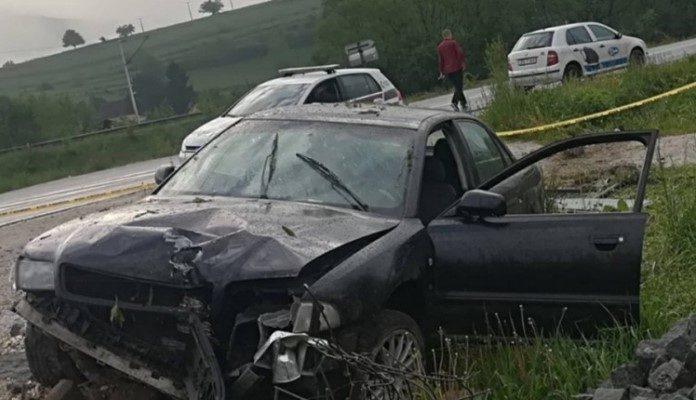 Vozač bježeći udario u policijsko vozilo i povrijedio tri policajca