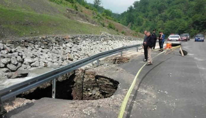 Cjevovod mini hidrocentrale oštetio put Nemila – Bistričak u Zenici